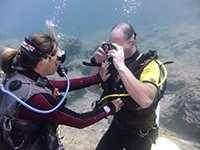 Diver completes mask skills under the watchful eye of PADI Instructor