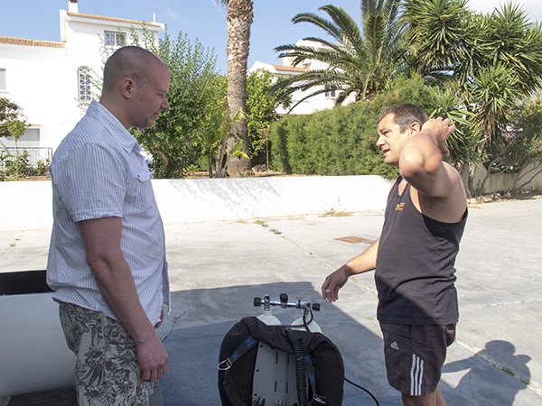 instructor peter crane shows tdi advanced nitrox student how to set up the technical diving equipment