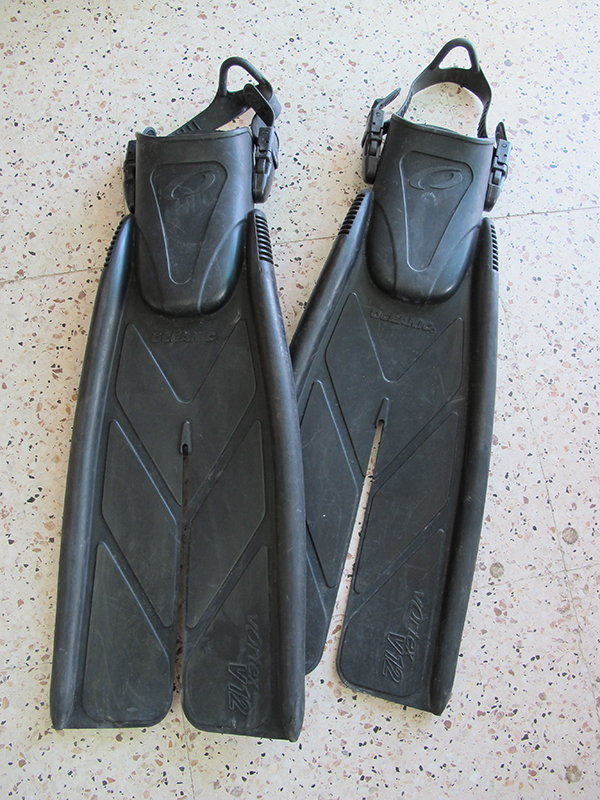 Second hand Oceanic V12 split fins for sale in Cyprus